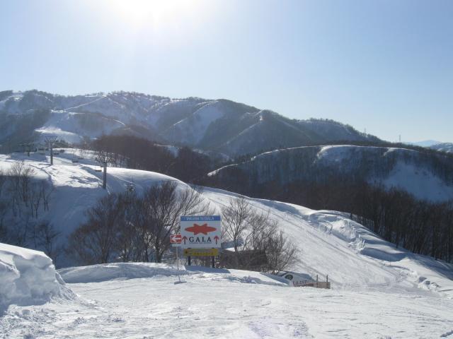 3月春スキーフェア 石打丸山スキー場ゲレンデ前の宿泊が週末も格安!